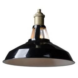 Czarna lampa metalowa w industrialnym stylu.