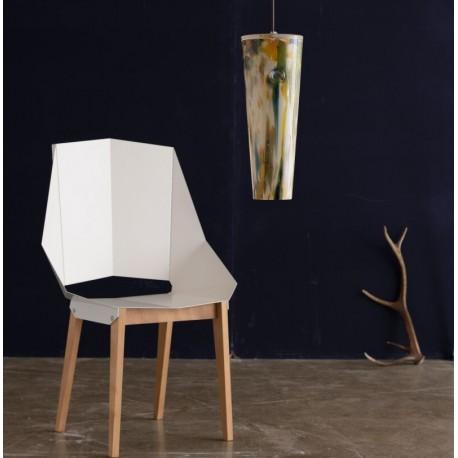 Szklana lampa o ciekawym designie i kolorze