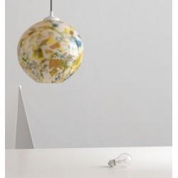Szklana lampa o kulistym kształcie