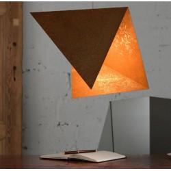 Modna lampa o rdzawym wykończeniu