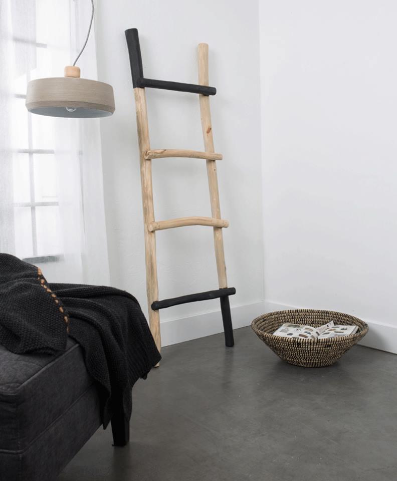 Ciekawy przykład lampy industrialnej, z betonu